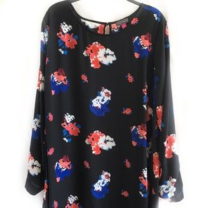 VINCE CAMUTO High-Low Black Floral Print Blouse